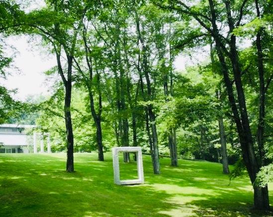 セゾン美術館庭