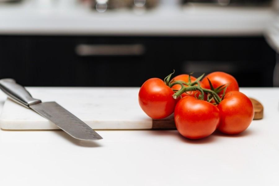 トマトとナイフ